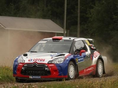 Robert Kubica passe à travers des arbres et termine sur le podium en Finlande