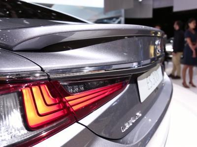 Mondial de l'Auto 2018 : le Lexus ES 300h en vidéo