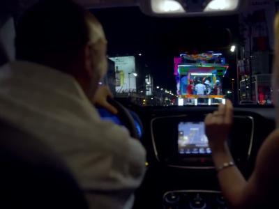Fergie fait la promo de la Chrysler 200