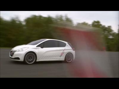 La Peugeot 208 Hybrid FE s'offre une sortie sur circuit