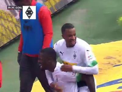 Borussia Mönchengladbach - Augsbourg : La boulette de Koubek !