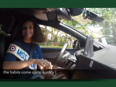 Miss France conquise par le Peugeot 3008 autonome