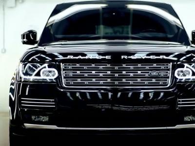 Ce Range Rover résiste à 15 Kg de TNT !
