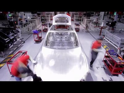Dans les coulisses de la fabrication de la Tesla Model S
