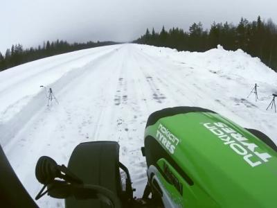 A plus de 130 km/h, sur la neige et en tracteur !