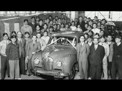 Nissan fête ses 80 ans avec un défilé