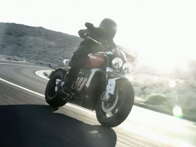 Triumph Rocket 3 R et Rocket 3 GT - Les motos fusées dévoilées !