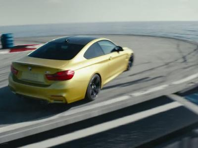 La BMW M4 en drift sur un porte-avions