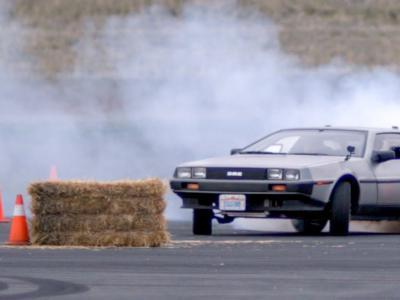 Retour Vers le Futur : la DeLorean en drift