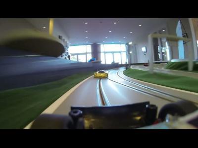 Une course de Slot Track en caméra embarquée