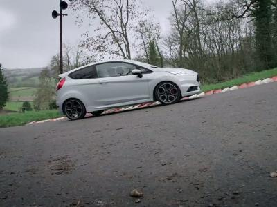 Ford Fiesta ST200 : bienvenue au club