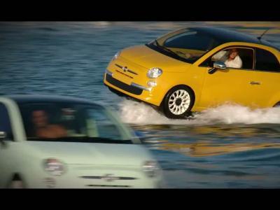 La Fiat 500C fait du jetski à Ibiza