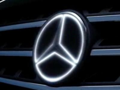 L'étoile de Mercedes brille