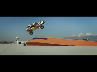 Record du monde de saut en tire-bouchon pour Hot Wheels