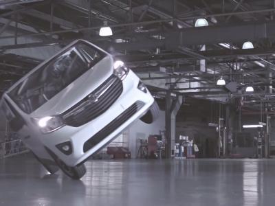 Le dernier Vauxhall Vivaro pour un Gymkhana improvisé