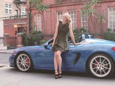 Maria Sharapova prend l'air en Porsche Boxster Spyder
