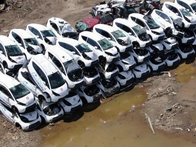 Les voitures BlueIndy à la casse