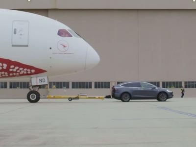 Le Tesla Model X devient la première électrique à tracter un Boeing