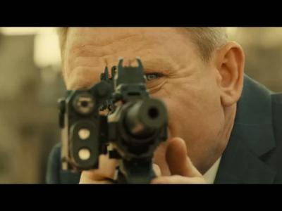 James Bond enflamme ses ennemis avec son Aston Martin DB10