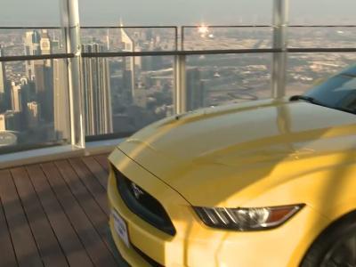 La Ford Mustang au sommet de la plus haute tour du monde
