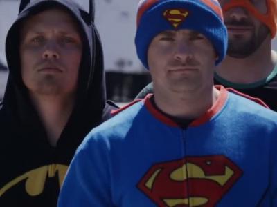 Quand les super-héros deviennent mécanos de NASCAR