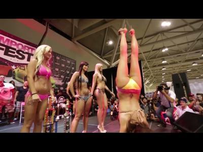 Les hôtesses sexy de l'Import Fest Toronto 2013