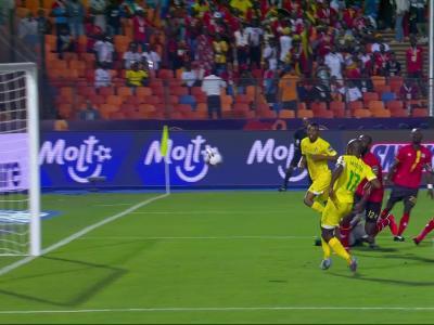 CAN 2019 - La transversale de Musona lors de Ouganda - Zimbabwe