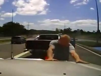 La folie d'un automobiliste en vidéo