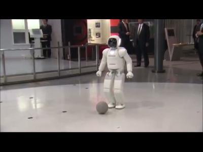 Le président Obama a joué au foot avec le robot Honda