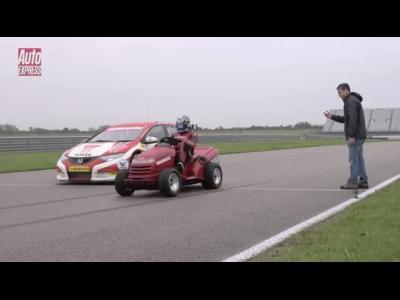 Honda Civic WTCC contre tondeuse à gazon, laquelle l'emporte?
