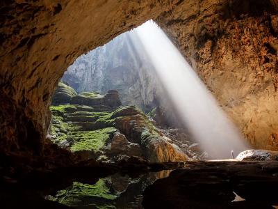 Un drone filme la plus grande grotte du monde