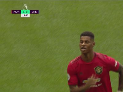 Manchester United - Chelsea: Rashford ouvre le score sur penalty!