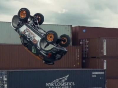 Le premier ''backflip'' réalisé en voiture en vidéo
