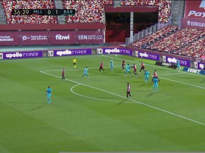 FC Barcelone : De la tête, Messi offre à Braithwaite son 1er but !