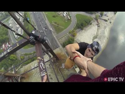 Kiev : accrobaties à 115 mètres d'altitude