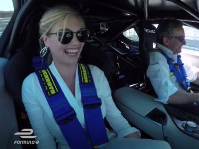 La mannequin Kate Upton s'emballe lors d'un tour rapide de l'ePrix de Montréal
