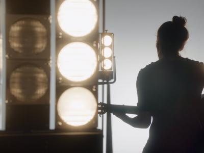 """Keira Knightley chante le """"Tourbillon de la vie"""" pour Coco Crush"""