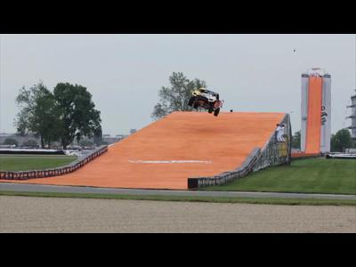 Record du monde de saut en voiture