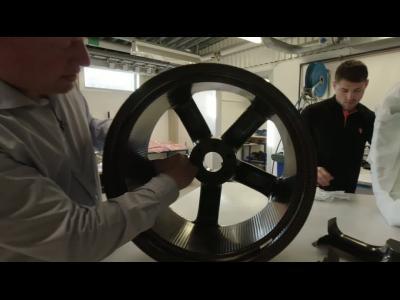 Comment fabrique-t-on des jantes en carbone homologuées pour 280 km/h