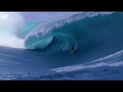 Surf sur les plus grosses vagues au monde