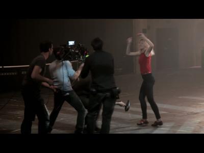 Cécile Cassel nous emmène dans les coulisses de son premier clip