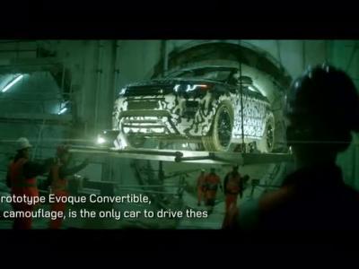 Le Range Rover evoque Cabriolet en balade dans un tunnel ferroviaire