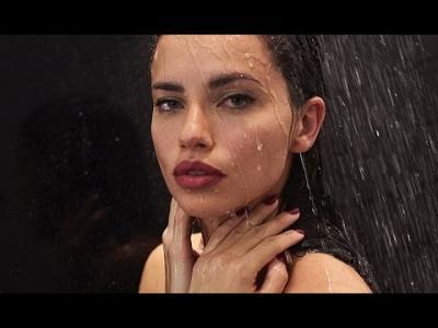 Joyeuse Pâques avec Adriana Lima pour le magazine Love