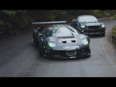 Ford Mustang vs. Lamborghini Murcielago: laquelle drifte le mieux?