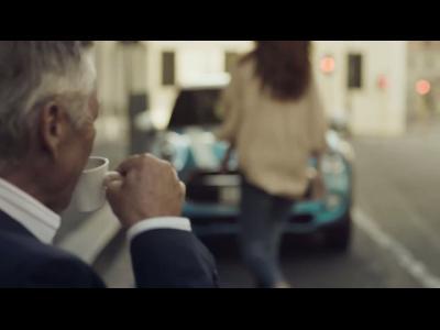 La Mini 5 portes a de l'humour : vu de face, ça peut surprendre