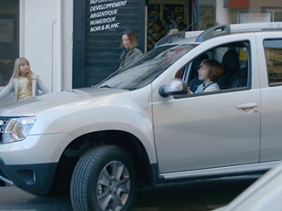 Des enfants surpris au volant d'un Dacia Duster en plein Marseille