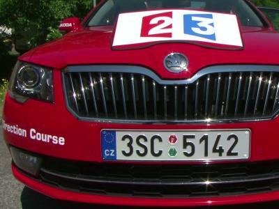 A bord de la Skoda Superb du directeur du Tour de France