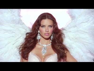 Adriana Lima présente la nouvelle carte Angel