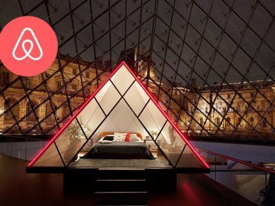 Visite guidée de la chambre AirBnB sous la pyramide du Louvre