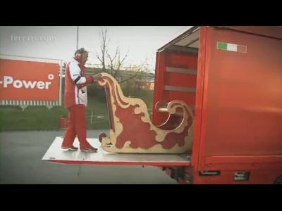 Retour sur le fabuleux traîneau Ferrari du Père Noël